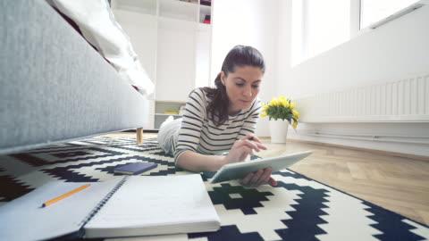 vídeos y material grabado en eventos de stock de trabajando en su hogar. - formulario de solicitud