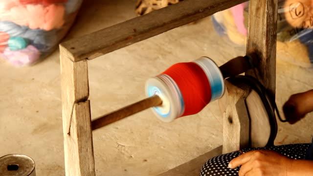 Werken bij rustieke textiel-molen