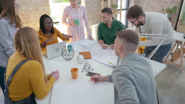 vidéos et rushes de mieux travailler en travaillant ensemble - entrepreneur