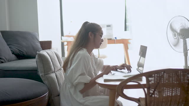 working from home using laptop - hot desking stock videos & royalty-free footage