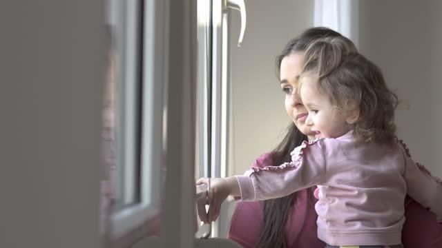 von zu hause aus arbeiten - single mother stock-videos und b-roll-filmmaterial
