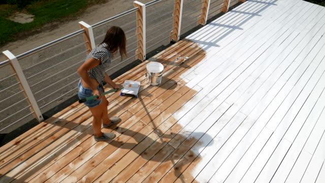 vidéos et rushes de working girl. planches de peintre. - patio