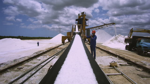 working in a salt factory/ trabalho na salina /transporte do sal /rio grande do norte - salt mineral stock videos & royalty-free footage