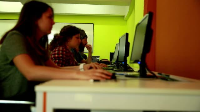 コンピューター室での作業