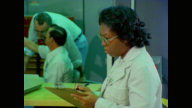 working in the lab at nasa shirley chevalier explains how she became an electrical engineer through a challenge - nasa bildbanksvideor och videomaterial från bakom kulisserna