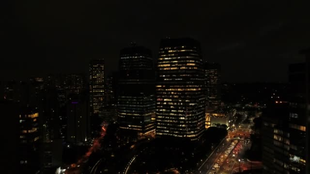 vídeos de stock e filmes b-roll de working late at night - américa latina