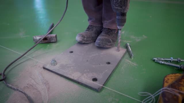 建設現場での作業 - ドリルビット点の映像素材/bロール