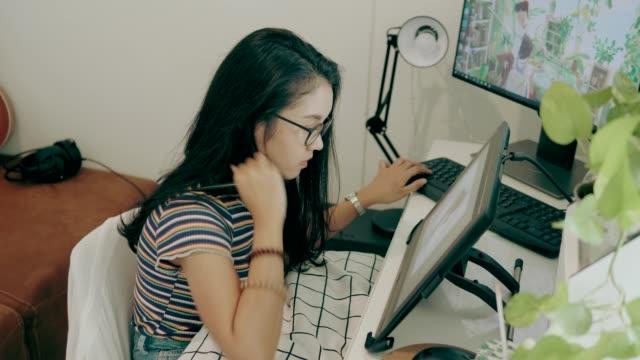 テクノロジー・ストック・ビデオを使用した作品の取り組み - カトゥーニスト点の映像素材/bロール