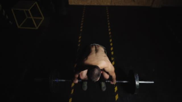 ワークアウトは自尊心の一形態 - ウエイトトレーニング点の映像素材/bロール