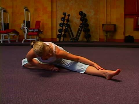 working out - 後ろで束ねた髪点の映像素材/bロール