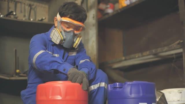 arbetssäkerhet, giftig gas, slow motion - narkotika bildbanksvideor och videomaterial från bakom kulisserna