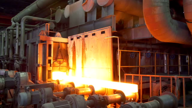 stockvideo's en b-roll-footage met working steel rolling factory interior, real time. - metaalindustrie