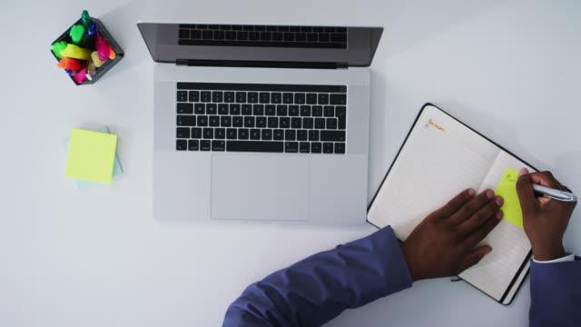 vídeos y material grabado en eventos de stock de trabajando rápidamente hacia el éxito - organizador electrónico