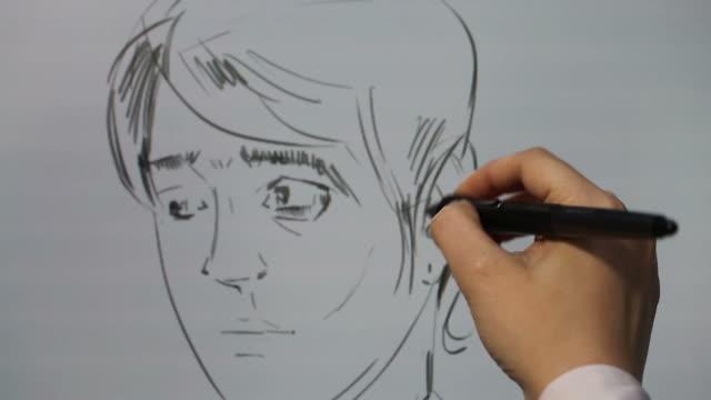 stockvideo's en b-roll-footage met working with drawing tablet for a computer - mannelijke gelijkenis