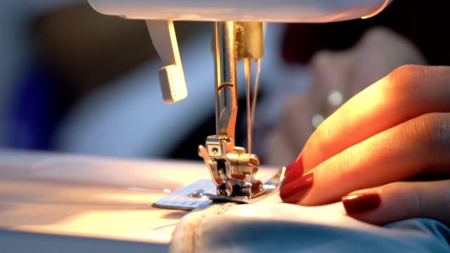 vídeos de stock e filmes b-roll de working with sewing machine - machine