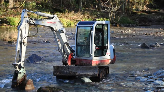 workmen construct a new weir on the river brathay in elterwater to replace the one that was destroyed by floods, lake district, uk. - mechanical digger stock videos & royalty-free footage