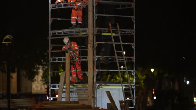 workmen erect scaffolding protection around the winston churchill statue at parliament square ahead of protests this weekend on june 11 2020 in... - leisure activity stock videos & royalty-free footage