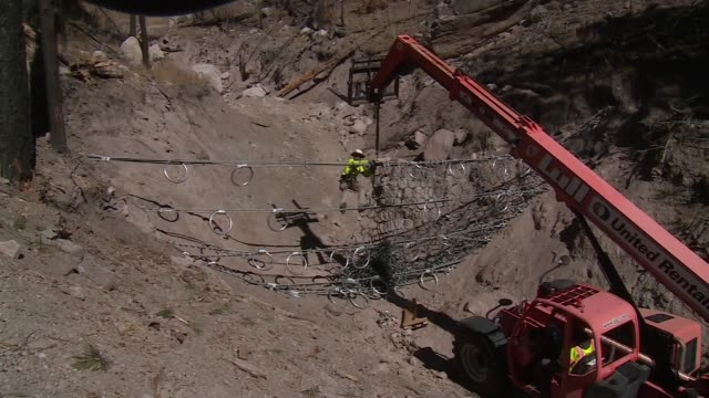 vídeos y material grabado en eventos de stock de workmen install wire fence in canyon near santa clara pueblo - cultura pueblo