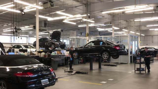 workshop at the mercedesbenz dealership in atlanta georgia usa - autohandlung stock-videos und b-roll-filmmaterial