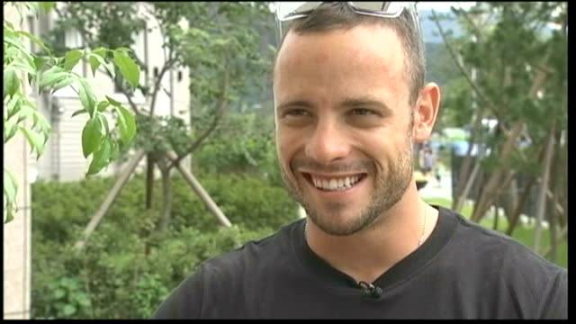 world athletics championships ext various shots of oscar pistorius running on training track oscar pistorius interview sot oscar pistorius shaking... - オスカー・ピストリウス点の映像素材/bロール