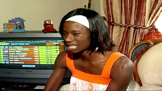 vídeos de stock e filmes b-roll de women's 4x100m relay team take bronze medal england int nusrat ceesay interview sot - prova em equipa