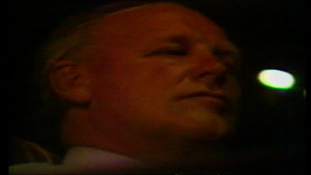 vídeos y material grabado en eventos de stock de england train/rooney fitness tx 1982 night then england manager ron greenwood boarding coach greenwood day kevin keegan training with england team tx... - 1982