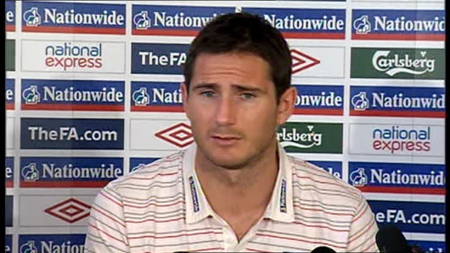 world cup 2010 qualifiers: england: frank lampard press conference; england: hertfordshire: the grove: int frank lampard enters press conference... - fußballweltmeisterschaft 2010 stock-videos und b-roll-filmmaterial