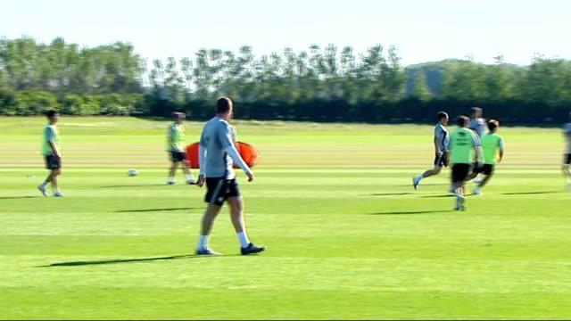 Ireland squad training ENGLAND Hertfordshire London Colney EXT Closeup of John O'Shea training Closeup of Stephen Hunt training Damien Duff training...