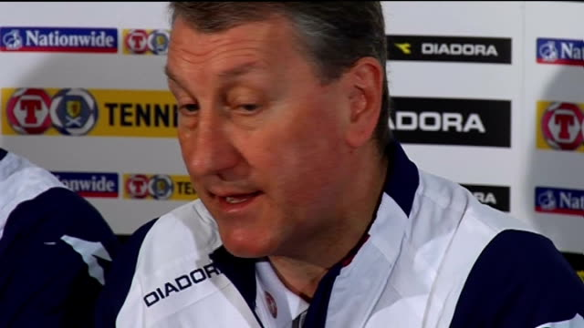 vídeos de stock, filmes e b-roll de scotland press conference scotland loch lomond cameron house int terry butcher press conference sot talking about the injuries / determined to get... - loch
