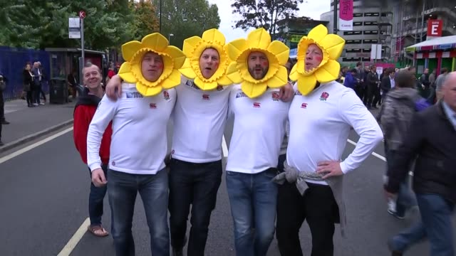 world cup 2015: quarter final matches; england:london: twickenham: ext men wearing england rugby shirts and daffodil hats singing 'delilah' sot - リチャード・パロット点の映像素材/bロール