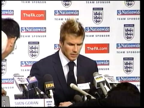 england team fly home itn david beckham taking seat at press conference david beckham press conference sot i'd been feeling throughout this... - 2002 bildbanksvideor och videomaterial från bakom kulisserna