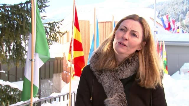 stockvideo's en b-roll-footage met world economic forum 2018: concern at lack of female delegates; switzerland: davos: ext reporter talking to anne richards anne richards interview sot - reportage