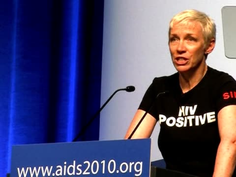 stockvideo's en b-roll-footage met a world forum on aids kicked off on sunday in the austrian capital in the presence of singer annie lennox vienna austria - oostenrijkse cultuur