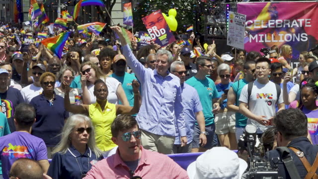 world gay pride nyc commemorating the 50th anniversary of the stonewall riots/uprising. . - ビル・デ・ブラシオ点の映像素材/bロール
