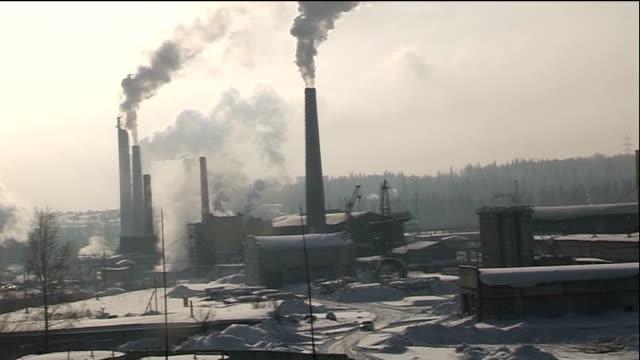 vídeos y material grabado en eventos de stock de russian government secrecy over impact of recession russian federation siberia ext good shots various of factories with smoking chimneys coal mine... - coal mine