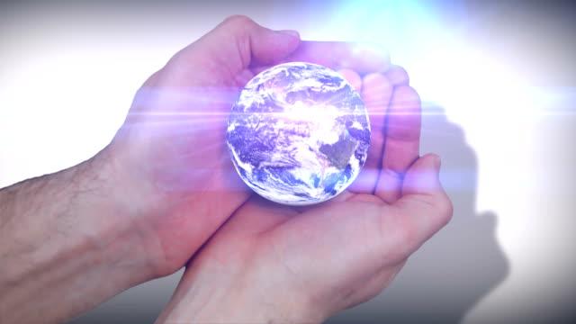 Ganze Welt in ihren Händen.  HD -