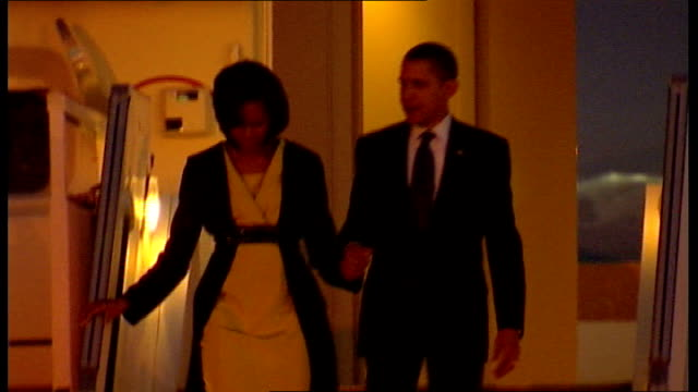 world leaders arrive in london ahead of g20 summit; england: essex: stansted airport: ext / night barack obama and his wife michelle obama... - エアフォースワン点の映像素材/bロール