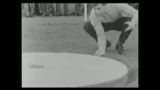vídeos de stock e filmes b-roll de world marble championships takes place in crawley fs160465002 / b/w close shot marbles on sand b/w hand flicking marble b/w man crouching down to... - insólito