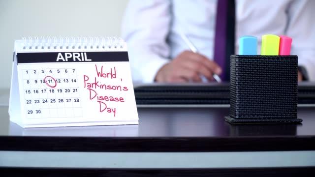 vidéos et rushes de journée mondiale de la maladie de parkinson - journées spéciales - tenue d'affaires formelle