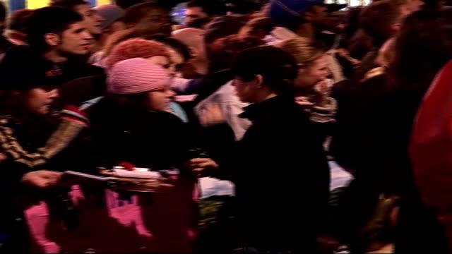 world premiere of tenacious d's 'the pick of destiny' : justin hawkins, jack black, kyle gass, fightstar talk to press; back view of chris hardman... - tenacious d stock videos & royalty-free footage