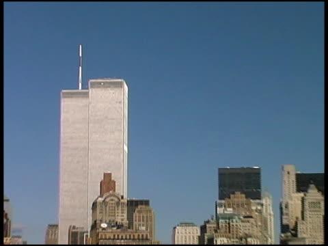 世界貿易センター(med -プル)2001 年 8 月からボート - world trade center manhattan点の映像素材/bロール