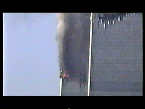 world trade center burning after terrorist attack on september 11 2001 in new york new york - ニューヨーク 世界貿易センター点の映像素材/bロール