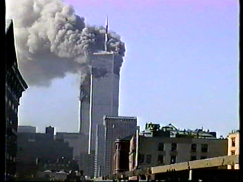 vidéos et rushes de world trade center burning after terrorist attack on september 11, 2001 in new york, new york - attentat du 11 septembre 2001
