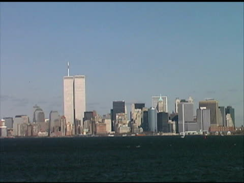 stockvideo's en b-roll-footage met world trade center, manhattan, nyc (wide) august 2001 from boat - aanslagen op 11 september 2001