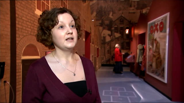 centenary new exhibition shows the war through individual soldiers eyes czyzyk interview continues sot medals on display in exhibition victoria cross... - the victoria cross stock-videos und b-roll-filmmaterial