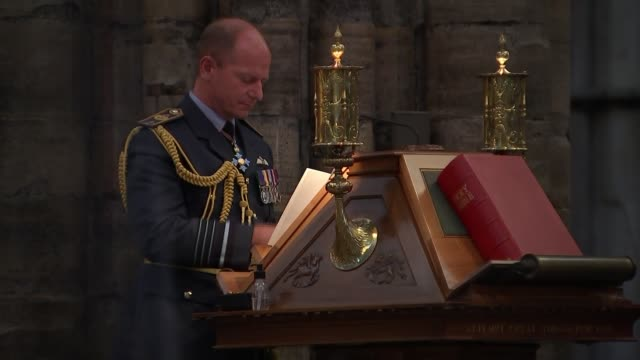 battle of britain 80th anniversary westminster abbey service second camera england london westminster abbey int sir keir starmer mp and his wife... - war and conflict点の映像素材/bロール