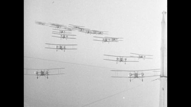 vidéos et rushes de world war i / biplanes in flight and in formation / bombs dropping / note: exact year not known; documentation incomplete - biplan