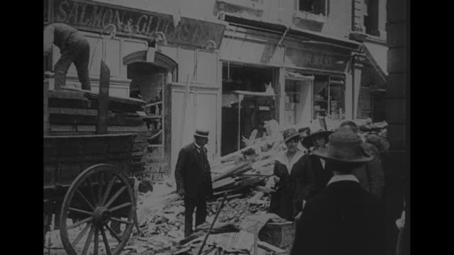 vidéos et rushes de world war i / vs wreckage of upper north street school in poplar section of london, which was hit by german bomb - bombardement