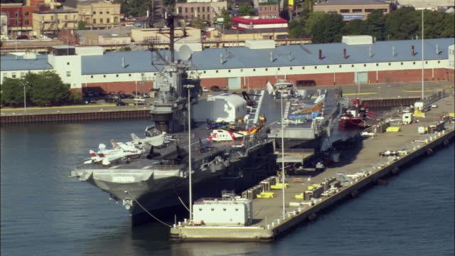 low aerial world war ii aircraft carrier uss intrepid at intrepid sea-air-space museum / new york city, new york, usa - 米国海軍点の映像素材/bロール