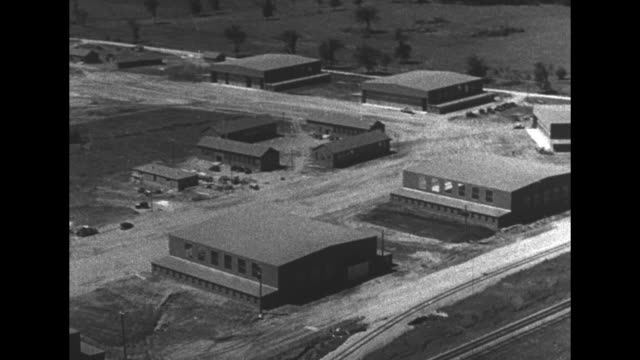 "vídeos y material grabado en eventos de stock de world war ii / allies propaganda film, ""wings of youth"", from canada / british commonwealth air training plan / aerials canadian air force training... - narrar"